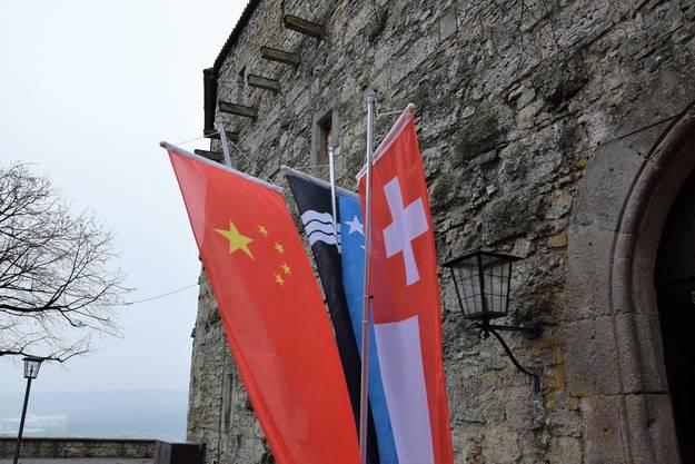 Qishan Wang, Vizepräsident der Volksrepublik China, besucht auf Schloss Habsburg eine Delegation von Landammann Urs Hofmann