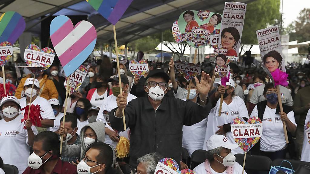 Unterstützer jubeln während einer Wahlveranstaltung für die Kandidatin Clara Brugada in Mexiko-Stadt. Foto: Marco Ugarte/AP/dpa