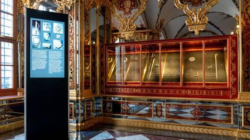 Geplünderte Vitrine in Dresdner Grünem Gewölbe wieder bestückt