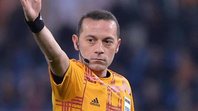 Hohe Ehre für den türkischen Schiedsrichter Cüneyt Cakir