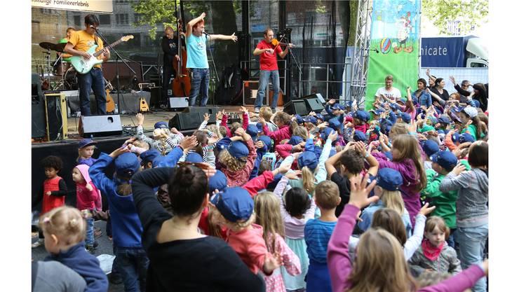 «Die vielen kleinen Konzertbesucher waren von Christian Schenker und Grüüfeli Tüüfeli von der ersten Konzertsekunde an hellauf begeistert.