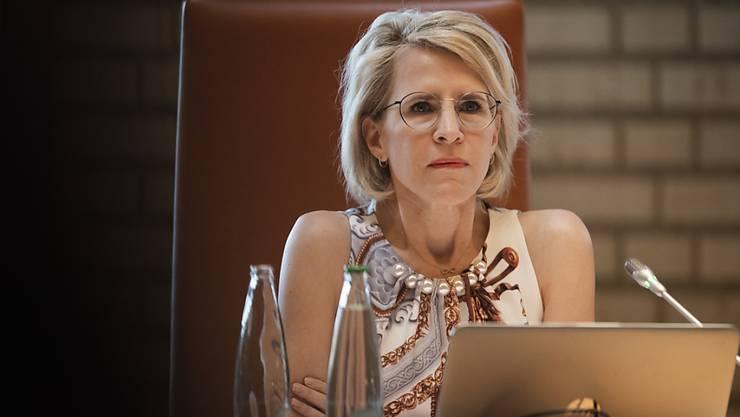 Die Liechtensteiner Aussenministerin Aurelia Frick hat das Vertrauen des Parlaments - und von Erbprinz Alois - verloren. Sie hat deshalb ihr Amt verloren.