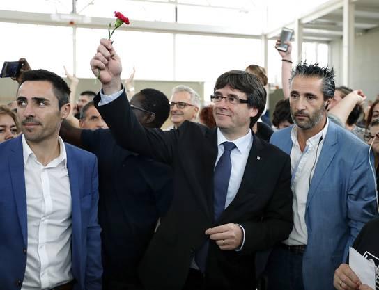 Dieses Bild zeigt Carlos Puigdemont nach der Wahl in Girona