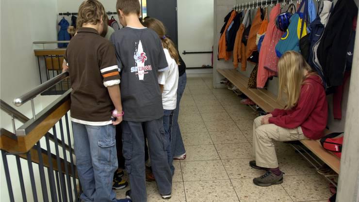 gestellte Szene zu Mobbing in der Schule