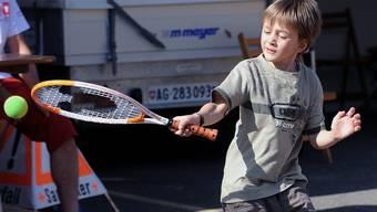Eifrig dabei:Viele junge Spieler finden dank Federers Erfolgen zum Tennis.