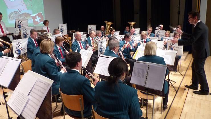 Die Musikgesellschaft Frick unter der Leitung von Jochen Weiss brillierte bei ihrem Auftritt.