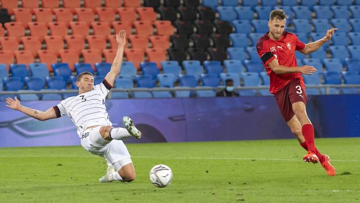 Das Schweizer Highlight des Abends: Silvan Widmer trifft zum 1:1. Die Schweiz steht dem Sieg danach näher als Rivale Deutschland.