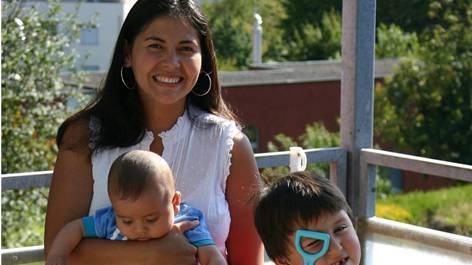 Die Kolumbianerin Ladys Huber Amaya mit ihren beiden Söhnen Andrés David und Nicolás in ihrer Urdorfer Wohnung. Ursprünglich wollte sie nur ein Jahr in Genf für das YMCA arbeiten, der Aufenthalt in der Schweiz dauert inzwischen seit 2007 an.