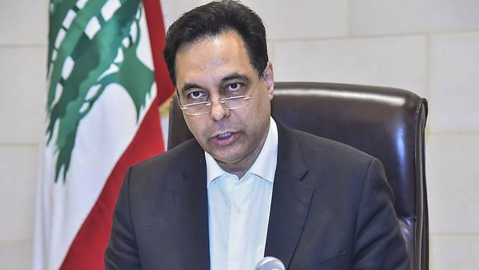 HANDOUT - Der libanesische Premierminister Hassan Diab gibt nach einer massiven Explosion in Beirut eine Erklärung ab. Foto: -/Dalati  Nohra/dpa - ACHTUNG: Nur zur redaktionellen Verwendung und nur mit vollständiger Nennung des vorstehenden Credits