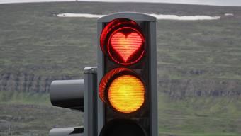 Wenn die Ampel auf rot schaltet, hilft auch kein Herzchen, wie hier in Island.