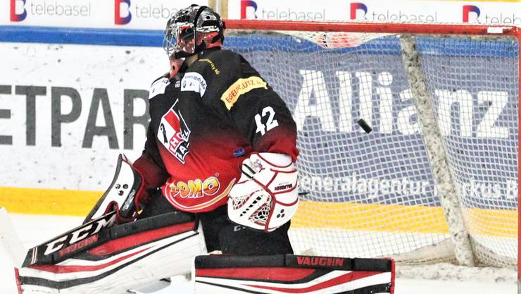 Auch EHC-Torhüter Fabio Haller konnte die drei Tore der Gäste aus Dübendorf nicht verhindern.