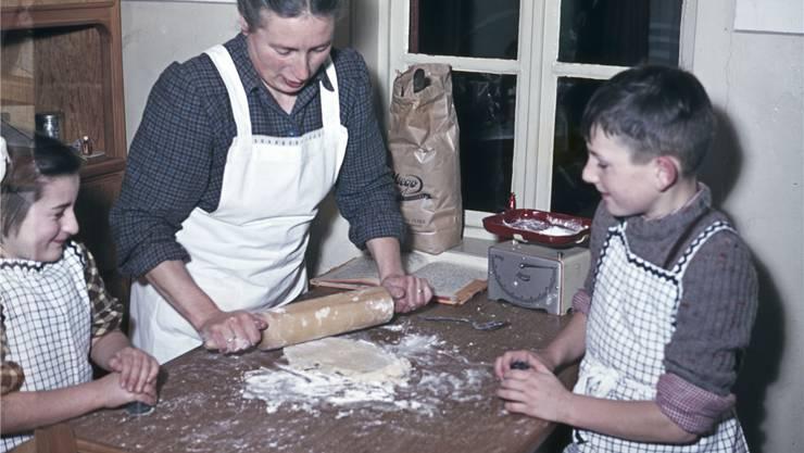 «Die SVP kämpft für ihre Vorstellung»: Die Liestaler Familie Friedli im Dezember 1954 beim Backen.