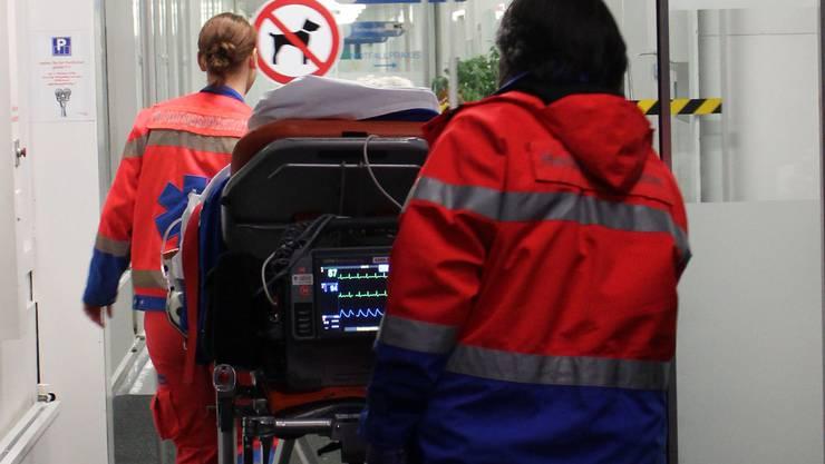 Ein Notfall kann immer eintreten. Die Notfall-App soll der Lehrperson helfen, schnell richtig zu handeln. (Symbolbild)