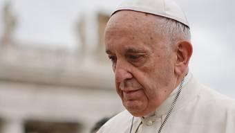 """Zu wenig zu spät? Die Opfer sexuellen Missbrauchs durch katholische """"Würden""""träger verlangen mehr als die Bitte um Verzeihung. Der Papst wird seinen Erklärungen Nachdruck verleihen - und sie vor allem auch umsetzen - müssen (in einer Aufnahme vom 11. April auf dem Petersplatz im Vatikan)."""
