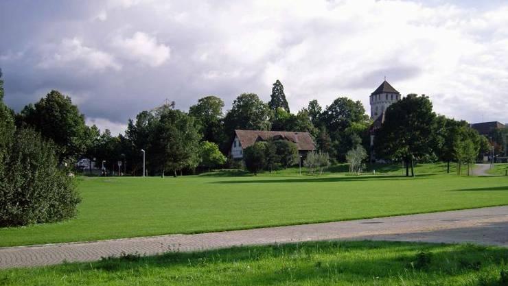 Vandalenakt: Der Holzpavillon im St. Johanns-Park muss dringend saniert werden.