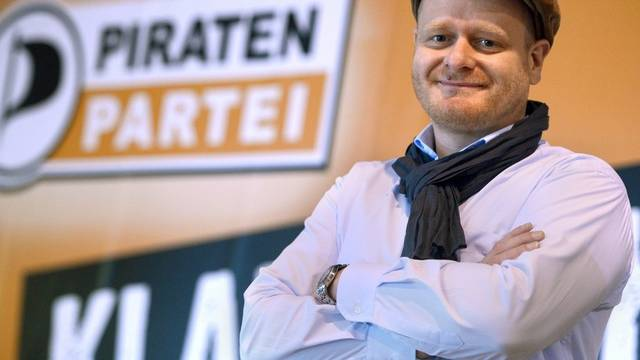 Der neue Parteichef der Piraten Bernd Schlömer spricht gegen Rechts
