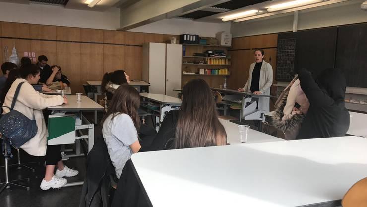 Der LEO Club Baden erklärt den Teilnehmern auf was es  beim Vorstellungsgespräch ankommt