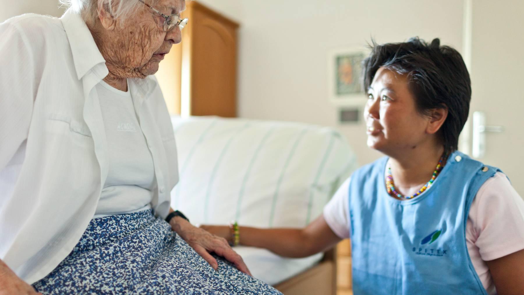 Ohne ausländische Pflegekräfte wäre das Schweizer Gesundheitssystem während der Coronakrise wohl überlastet gewesen. (Symbolbild)