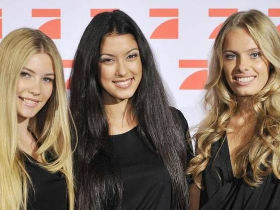 Die blonde Schönheit (rechts) setzte sich im Finale gegen ihre Mitkonkurrentinnen Amelie (links) und Rebecca (mitte) durch und gewann den Modelvertrag.