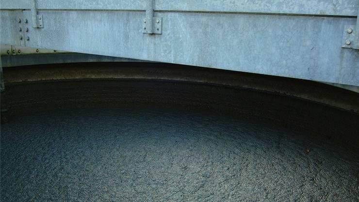 Bei der Entsorgung von Klärschlamm – hier der Tank einer Abwasserreinigungs- anlage – kam es zum Streit zwischen zwei Geschäftspartnern. wal/Archiv