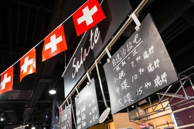 Mit Beschriftungen in Mandarin sollen sich Gäste aus China leichter zurecht finden.