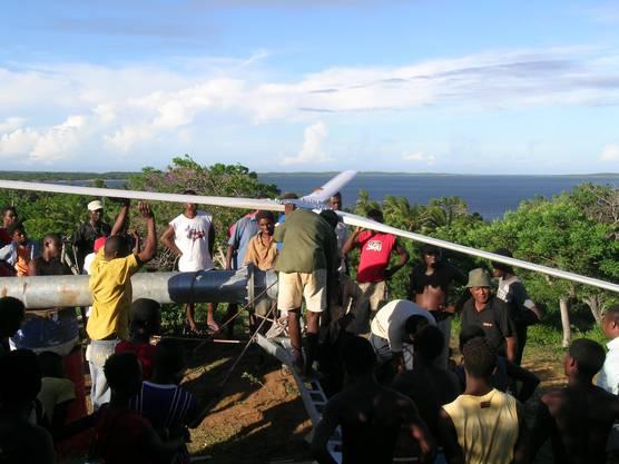 Seit Anfang 2012 ist ein achtköpfiges Team unter der technischen Führung eines jungen madagassischen Ingenieurs in der Verantwortung