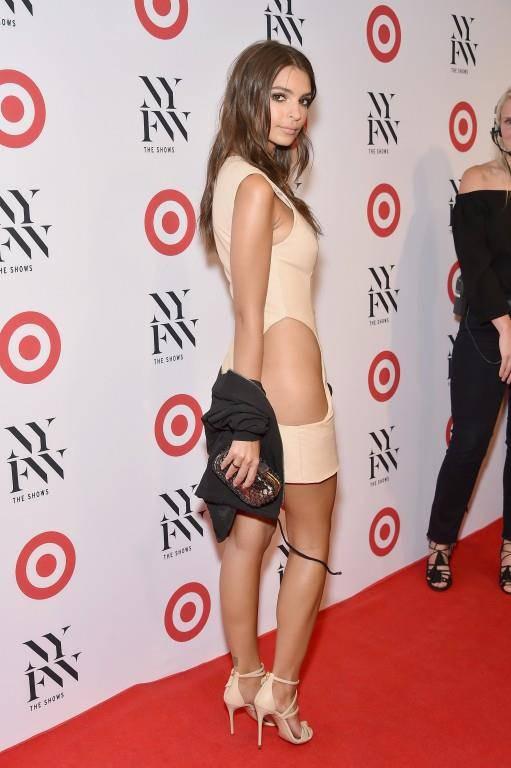 Die Experten sind sich einig: Emily trägt hier keine Unterwäsche. (© Getty Images)