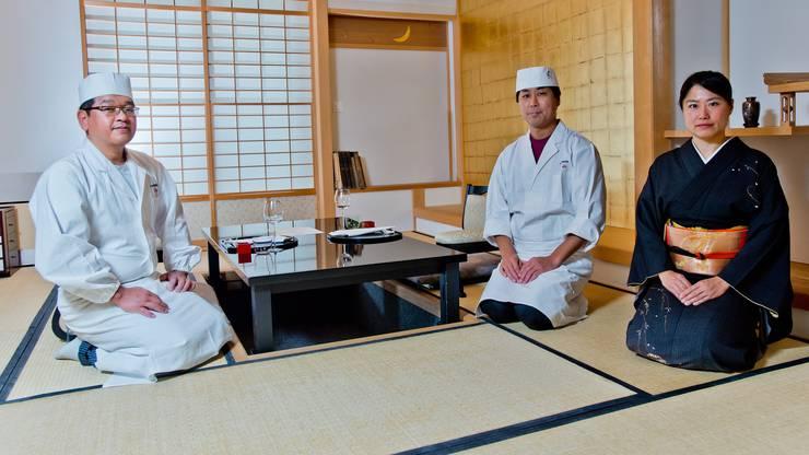 Von links nach rechts: Shingo Ozawa (Sous-Chef), Akihiko Suzuki (Grand Chef) und Geschaftsführerin Yoshiko Kurahayashi.