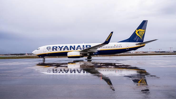 Die Fluggesellschaft Ryanair lässt ihre Flugzeuge nun gar bis Ende Mai am Boden. (Archivbild)