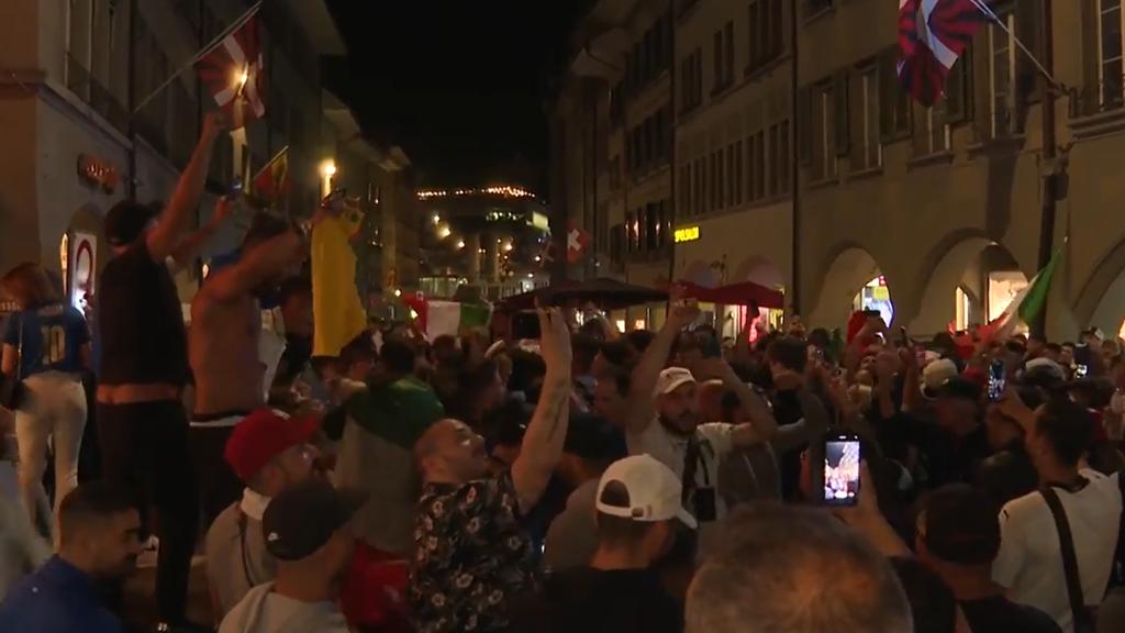 Ausgelassenes Feiern der italienischen Fans
