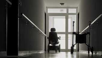 In einem Tessiner Altersheim sind im Frühling viele Bewohner am Coronavirus gestorben. Nun ermittelt die Staatsanwaltschaft. (Symbolbild)