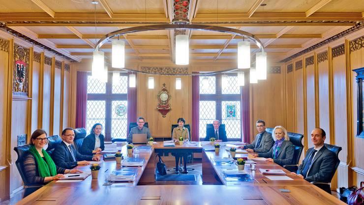 Wer tritt die Nachfolge von Noch-Stadtpräsidentin Jolanda Urech an? Blick ins Sitzungszimmer des Aarauer Stadtrats. (Archivbild)