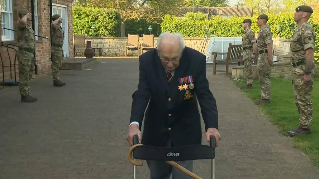 99-jähriger Veteran sammelt am Rollator 12 Millionen Pfund