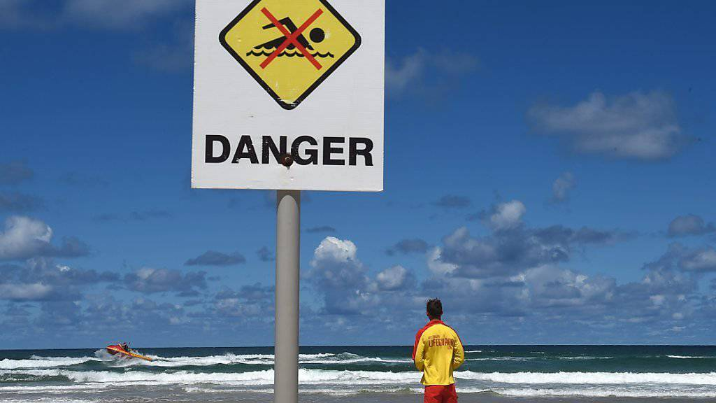 Die Zahl der Hai-Attacken an den Stränden von New South Wales in Australien ist gestiegen - beim jüngsten Angriff kam ein junger Mann mit dem Leben davon. (Archivbild)