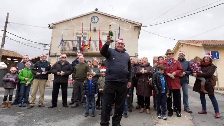 Im spaischen Dorf Villar de Corneja feiert die Bevölkerung Silvester bereits um 12 Uhr mittags.