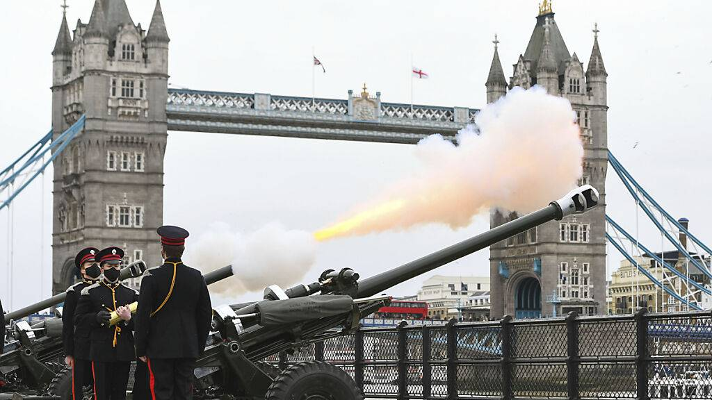 Tränen und Kanonendonner: Briten nehmen Abschied von Prinz Philip