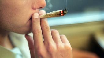 Insgesamt nahm der Beschuldigte mit dem Verkauf von Marihuana und Haschisch zwischen August 2016 und Juli 2017 gut 37 450 Franken ein. (Symbolbild)
