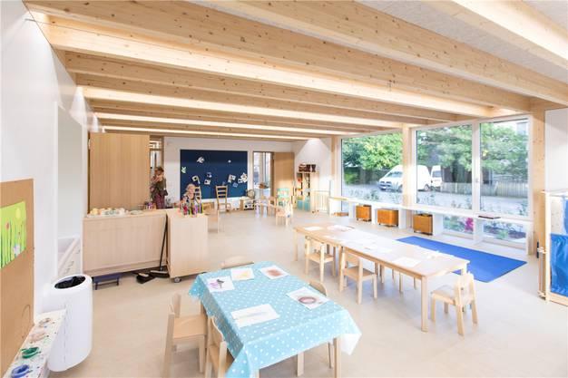 Der einfache Innenausbau lässt viel Raum für kreatives Wirken der Kindergartenschüler.