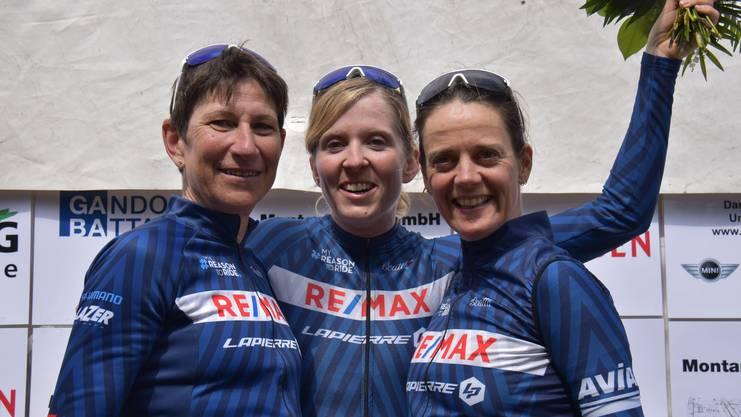 Auch das Frauenrennen brachte mit Sandra Weiss (Mitte) eine Aargauer Siegerin hervor. Die Fricktalerin gewann vor Marcia Eicher (links) und Jutta Stienen.