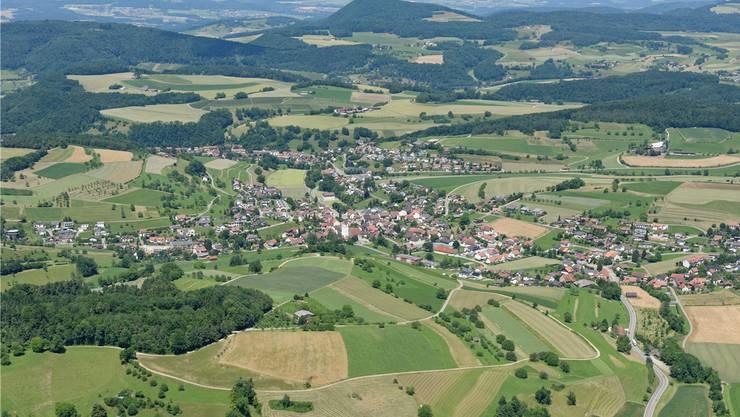 Der Blick in die Zukunft geht für Densbüren nun auch Richtung Norden nach Herznach (im Vordergrund) und Ueken.