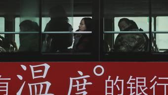 Im Osten Chinas ist ein entführter Bus in eine Gruppe Fussgänger gerast. Mindestens fünf Menschen seien getötet und 21 weitere verletzt worden. (Symbolbild)