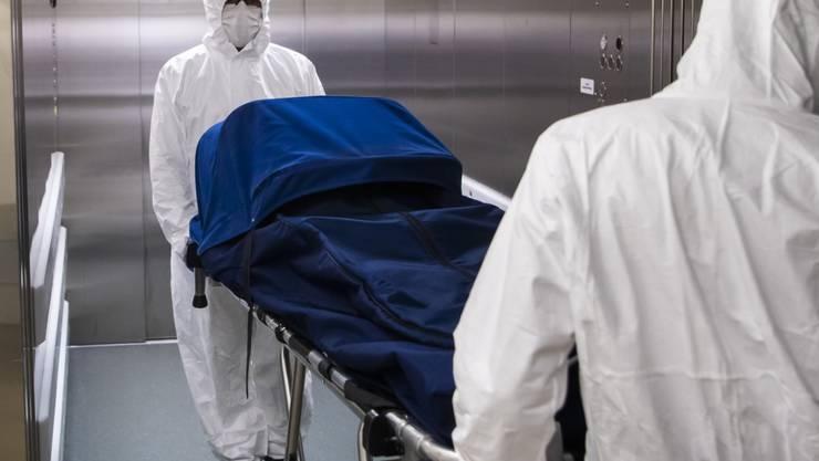 Gemäss US-Experten sind weltweit bereits über 65'000 Menschen an den Folgen des neuartigen Coronavirus gestorben. (Symbolbild)