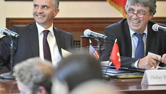 Didier Burkhalter (l.) mit Dr. Patrick Aebischer (r.) von der EPFL in Boston