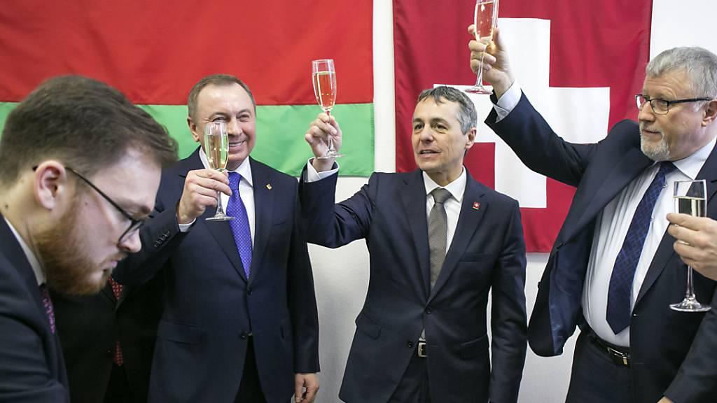 Aussenminister Cassis eröffnet Schweizer Botschaft in Minsk