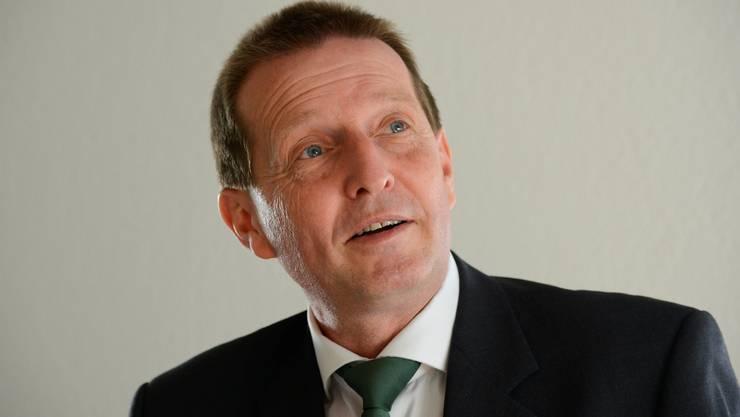 Oberstaatsanwalt Hansjürg Brodbeck beantwortet die Fragen von Rémy Wyssmann. (Archiv)