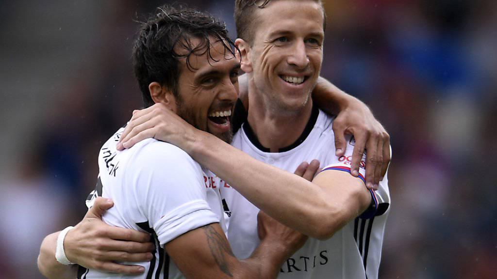 Basler Jubel: Marc Janko und Matias Delgado freuen sich über das 1:0