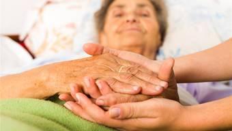 Palliative Care kümmert sich nicht nur um den Sterbenden, sondern auch um dessen Angehörige.