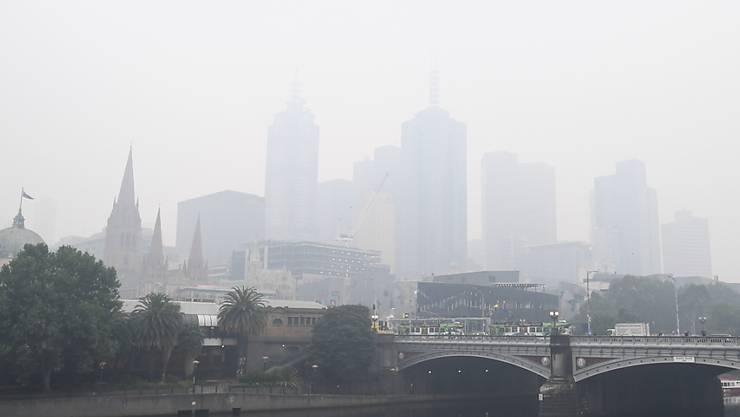 In der australischen Metropole Melbourne sorgt dichter Rauch von Buschfeuern für eine schlechte Luft.