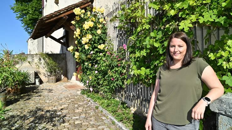 Die neue Präsidentin Fabienne Neuhaus vor den Toren der Neu-Bechburg.