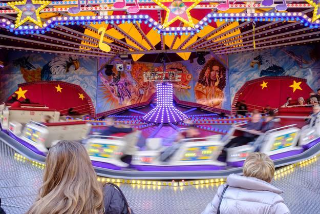 Rundum: Der Disco-Express auf dem Münsterplatz